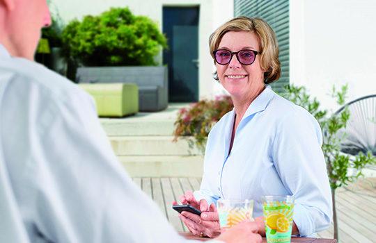 Praktische Übersetzbrillen mit Spezialfilter